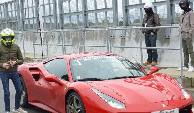 Louis a fait un tour de Ferrari sur le circuit de Mans et a pu le visiter