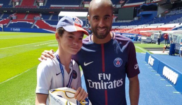 Lilian a rencontré les joueurs de l'équipe de foot du PSG et a asisté à un match