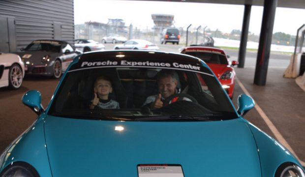Elouan a fait de la Porsche sur le circuit du Mans