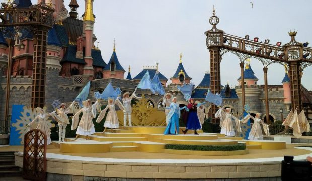 Louane a séjourné au Parc Disneyland Paris