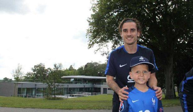 Eloan a rencontré les joueurs de l'équipe de France de foot et a assisté à leur entrainement à Clairefontaine