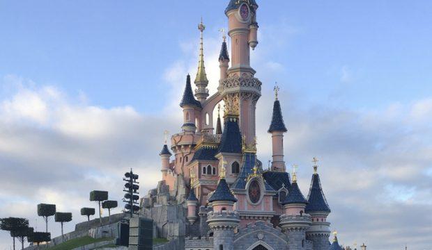 Maxime a séjourné au parc Disneyland en famille