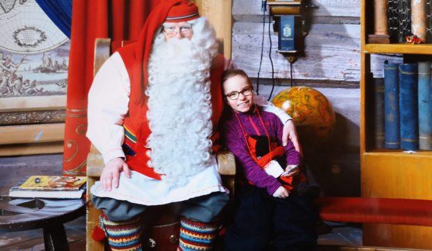 Enora a rencontré le Père-Noël en Laponie