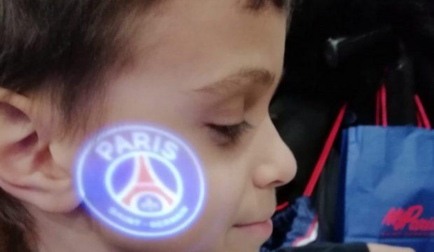 Mohamed a rencontré les joueurs du PSG et il a assisté à un match