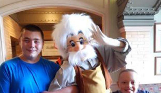 François a séjourné au parc Disneyland Paris