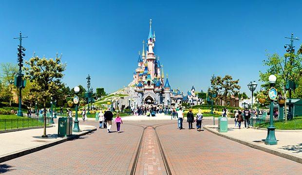 Lana a séjourné au parc Disneyland Paris