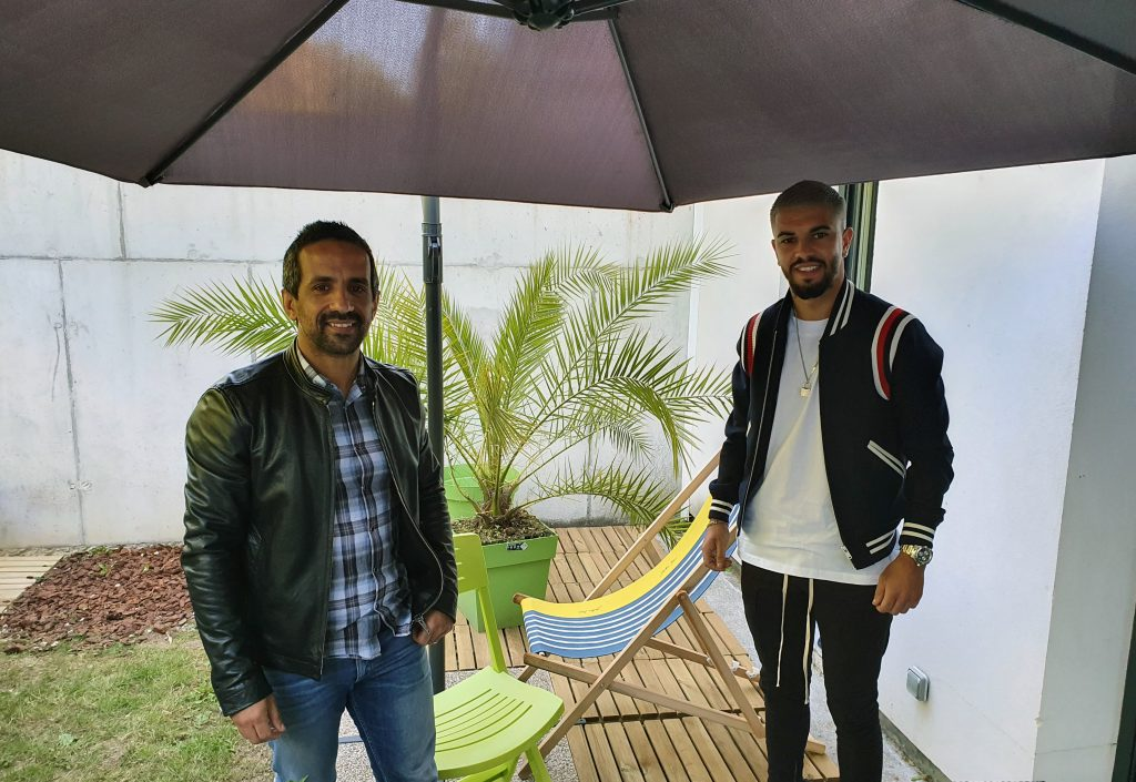 Youssef Liyamini (à gauche) en compagnie du nouvel ambassadeur