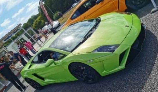 Mattéo a fait des tours en Lamborghini sur circuit