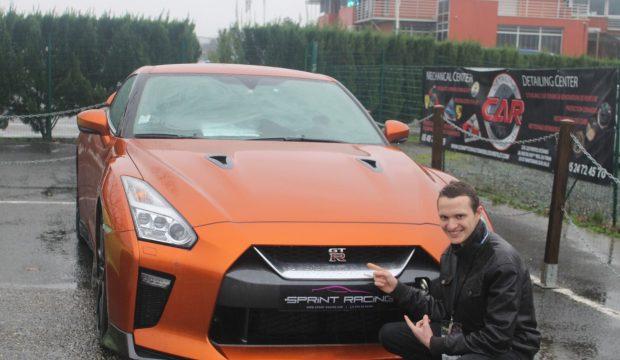 Mathias a fait des tours de circuit en Nissan GTR et Lamborghini
